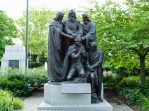 statue-of-restoration-of-the-melchizedek-priesthood-temple-square-salt-lake-city-utah-usa